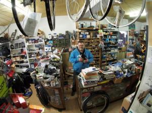 Eric Meyer in seinem Fahrradladen
